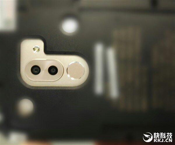 В РФ стартовали продажи телефона Huawei Honor 8