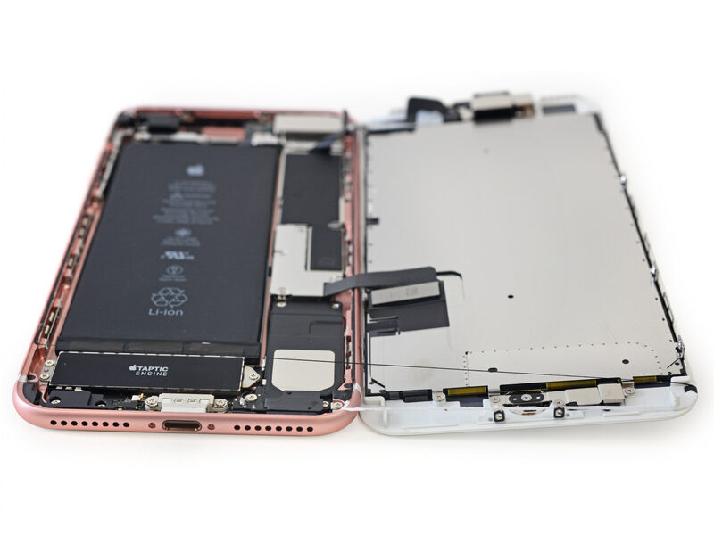 Разборка iPhone 7 Plus подтвердила наличие неменее емкого аккумулятора