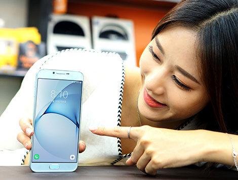 Самсунг официально представила фаблет Galaxy A8 (2016)