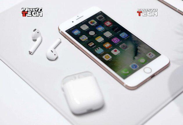 Apple начала реализацию беспроводных наушников AirPods