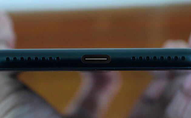 ВiPhone 8 исчезнет разъем Lightning