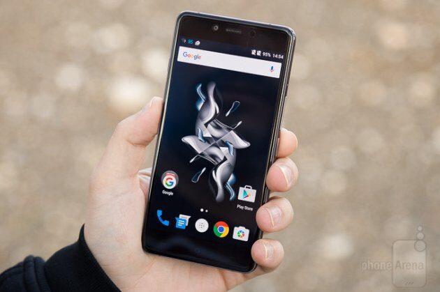 «Убийца» флагманов OnePlus 5 получит 8 ГБОЗУ идвойную камеру
