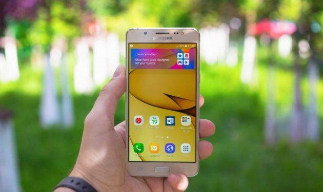 Скругленные углы оказались слабым местом Самсунг Galaxy S8