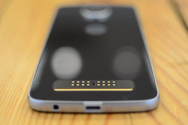 Размещены официальные изображения и детальные характеристики телефона Moto Z2 Play