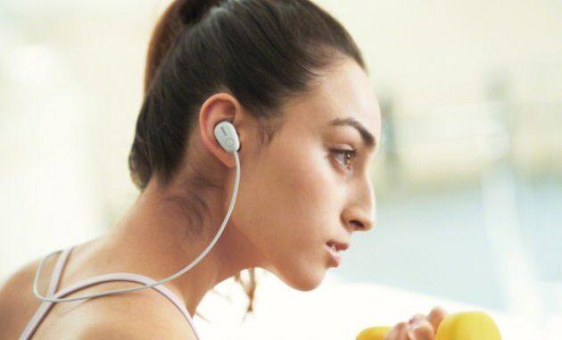 Sony представила новые беспроводные наушники для тренировок